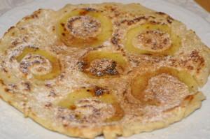 Palatschinken mit Apfel und Zimt