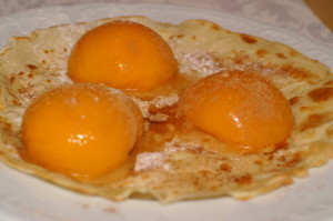 Palatschinke mit Pfirsich