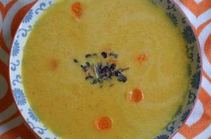 Karottensuppe mit Orangen und Kokos