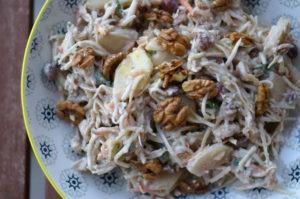 Sellerie-Salat mit Nüssen, Äpfeln und Birnen