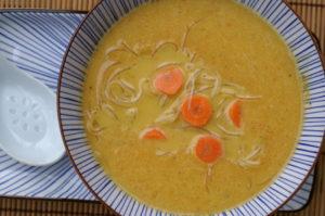 Karotten-Ingwersuppe mit Glasnudeln