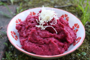 Roter Rüben-Hummus mit Kren
