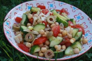 Kichererbsen-Salat mit Gurke