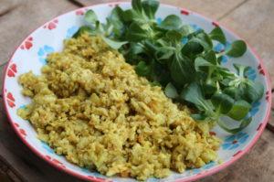 vegane Eiernudeln mit Salat