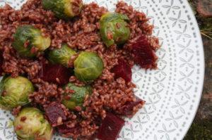 Roter Reis mit Kohlsprossen und Roten Rüben
