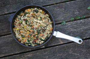 Quinoa-Mangold- Pfanne mit mediterranem Gemüse