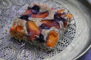 Marillen-Rumtopf-Kuchen mit Mohn