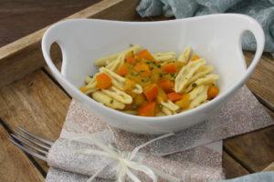 Fricelli - Pasta mit Kürbis-Pistazien-Orangensauce