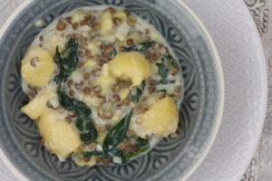 cremiger Kartoffelsalat mit Spinat-Linsen