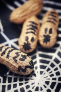 Erdnusswürmchen für Halloween