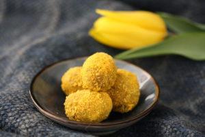 Osterpralinen mit Mangostaub