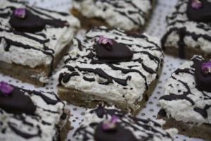 Haselnusskuchen mit Vanillekipferl-Creme