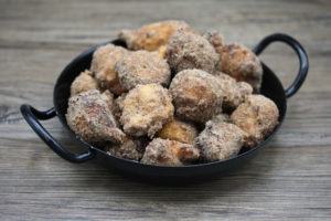 vegane Topfenbällchen aus der Fritteuse in Zimt-Zucker